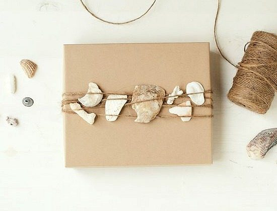 twine gift wrap with packaging paper and shells 1